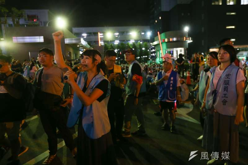 長榮南崁航運大樓前長榮空服員罷工。(顏麟宇攝)