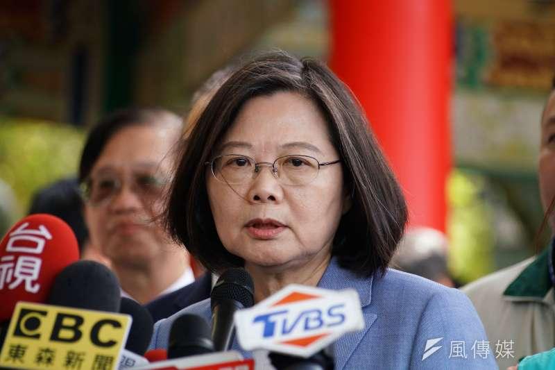 總統蔡英文(見圖)表示,在台灣任何人都能有不同的政治立場,但是如果有少數退將,跑去中國唱中國國歌、向中國國旗敬禮等有損國家利益和尊嚴的事,就應該受到最嚴厲的處分。(資料照,盧逸峰攝)