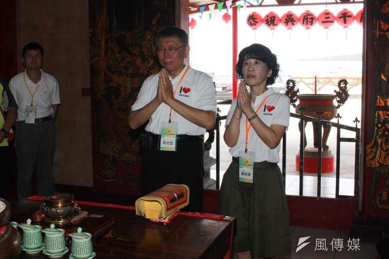 台北市長柯文哲(左起)日前表示「直接準備選2024年總統」,夫人陳佩琪18日在臉書表示,直接表態後,往後日恐會更難過。(資料照,方炳超攝)