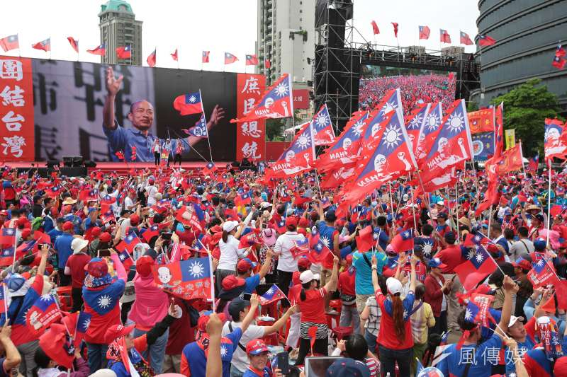 台北市長柯文哲認為,雖然有120萬名韓粉,高雄市長韓國瑜仍不會當選總統。圖為6月22日於台中舉行的「決戰2020,贏回台灣」韓國瑜造勢活動。(資料照,顏麟宇攝)