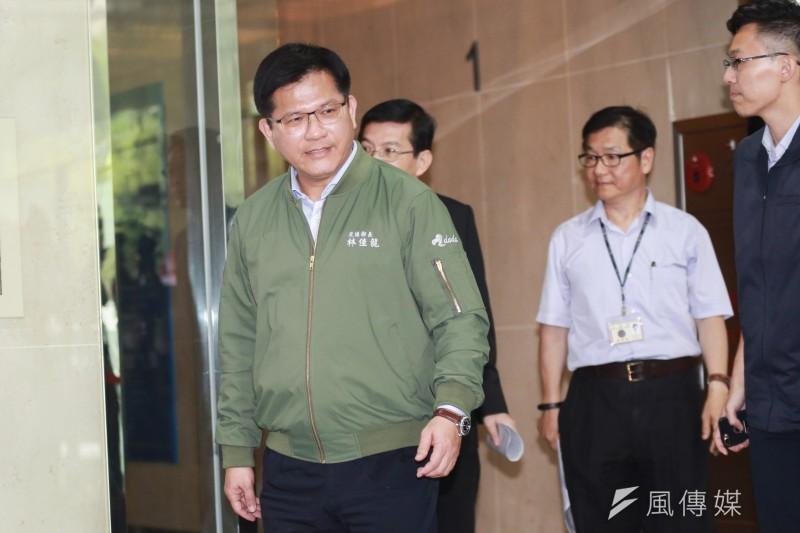 20190622-交通部長林佳龍22日主持長榮空服罷工應變會議後受訪。(簡必丞攝)