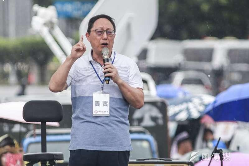 國會觀察基金會董事長姚立明23日出席「拒絕紅色媒體、守護台灣民主」凱道遊行。(簡必丞攝)