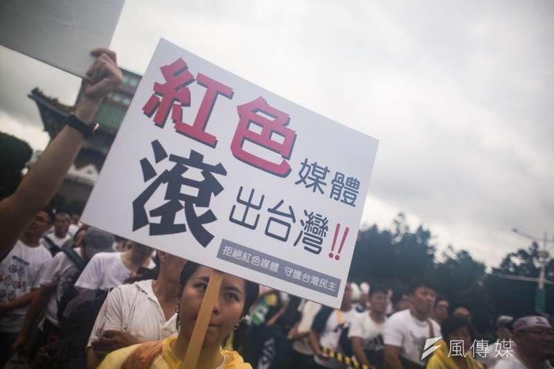 立委黃國昌與館長陳之漢23日舉辦「拒絕紅色媒體、守護台灣民主」。(簡必丞攝)