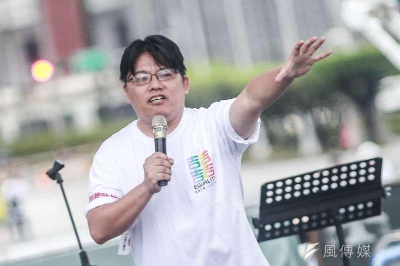 時代力量黨主席邱顯智23日出席「拒絕紅色媒體、守護台灣民主」凱道遊行。(簡必丞攝)
