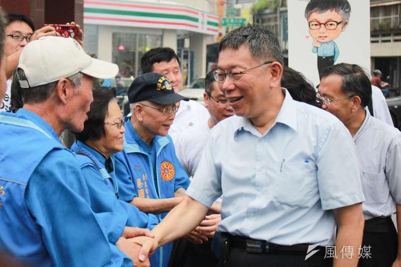 台北市長柯文哲前往花蓮吉安鄉慈惠堂參香。(方炳超攝)