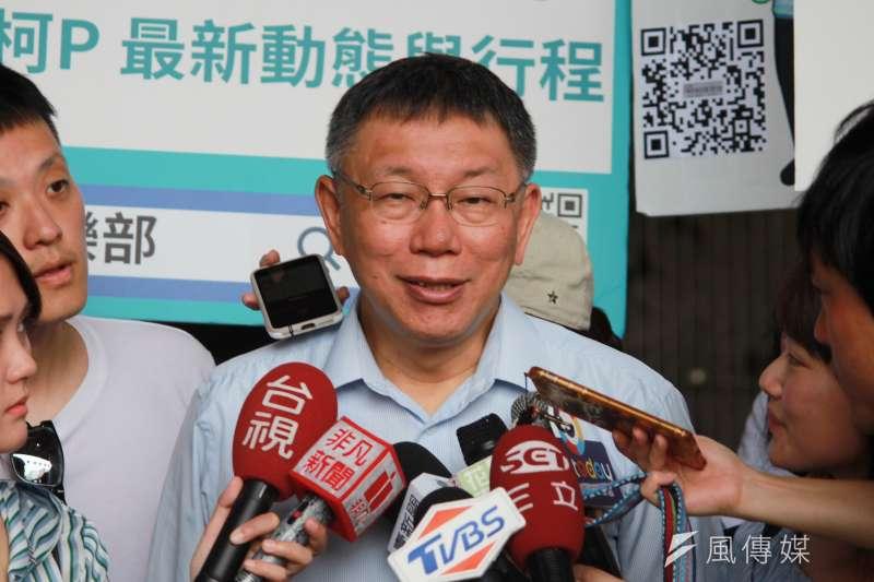 台北市長柯文哲23日在花蓮走透透,上午在玉里參訪農業、參拜當地協天宮。(方炳超攝)