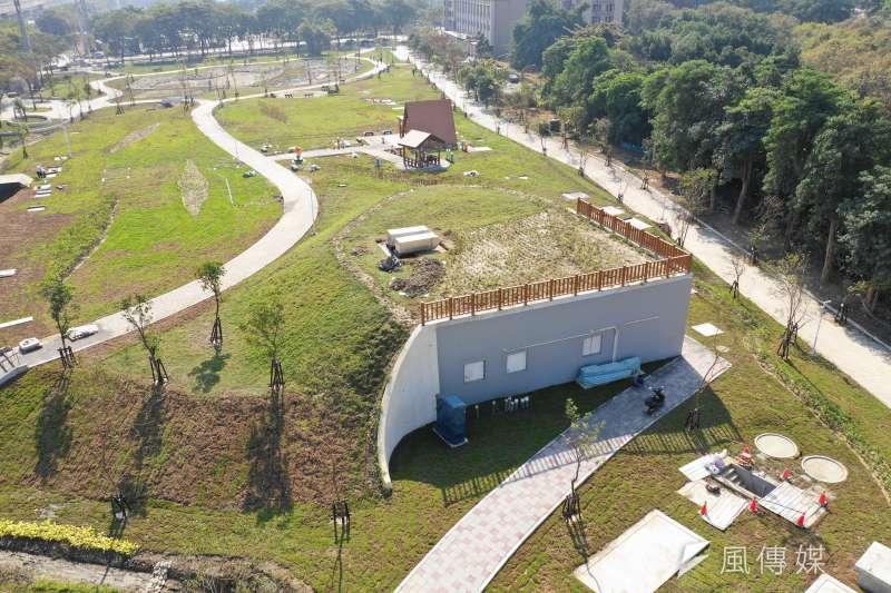 場域空拍,半地下化槽體配合表面綠美化(圖/高雄市水利局提供)