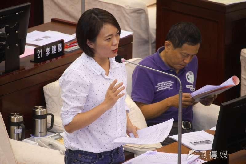 20190624-台北市議員簡舒培24日於市議會對市長進行質詢。(蔡親傑攝)