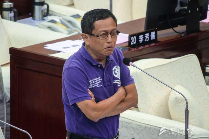 20190624-台北市議員周威佑24日於市議會對市長進行質詢。(蔡親傑攝)