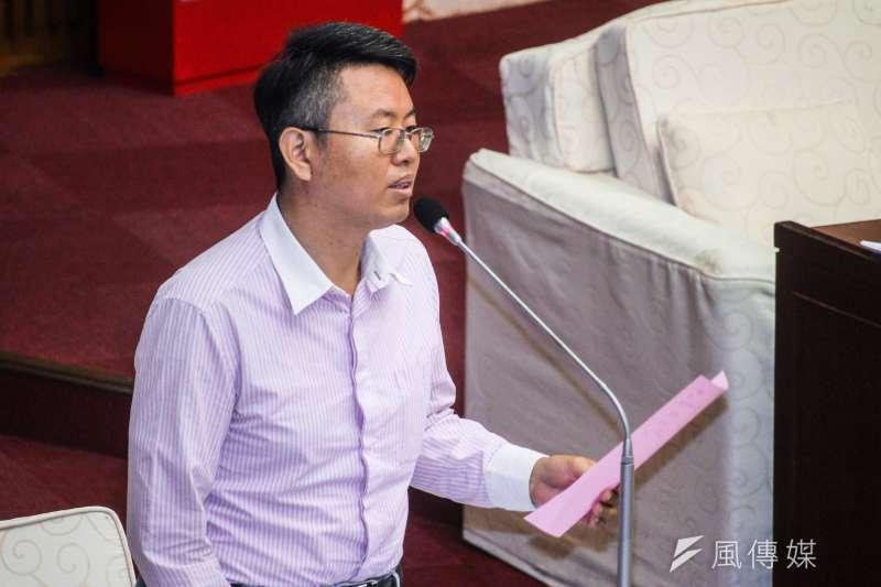 20190624-台北市議員徐立信24日於市議會對市長進行質詢。(蔡親傑攝)