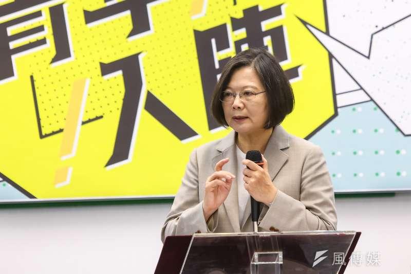 宜蘭市與美國洛克維爾市簽約締結姐妹市,總統蔡英文以「President of Taiwan(R.O.C.)台灣總統」親自簽名祝賀,筆者認為此非正式而完整的官銜。(資料照,顏麟宇攝)
