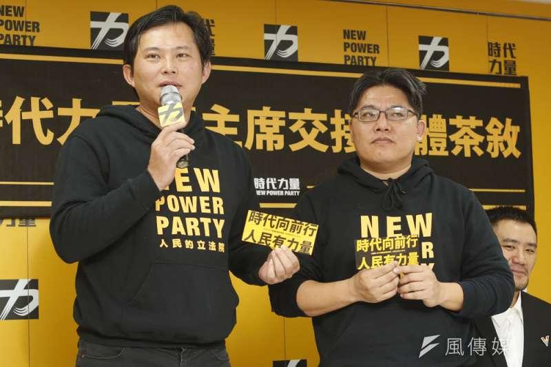 邱顯智(右)帶領的時代力量遲遲不幫黃國昌(左)主辦的反紅媒背書。(郭晉瑋攝)