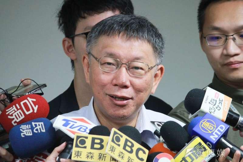 台北市長柯文哲26日上午出席中正區里長座談會前受訪。(方炳超攝)