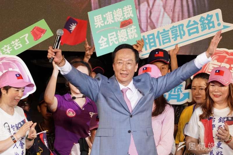 前鴻海董事長郭台銘(中)今天表示,若高雄市長韓國瑜當選總統,旺旺集團董事長蔡衍明有可能成為國民黨主席。(資料照,盧逸峰攝)