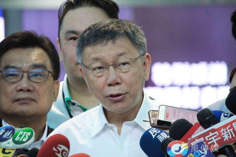 台北市長柯文哲3日率團搭機前往上海參加雙城論壇 ,於行前受訪。(方炳超攝)