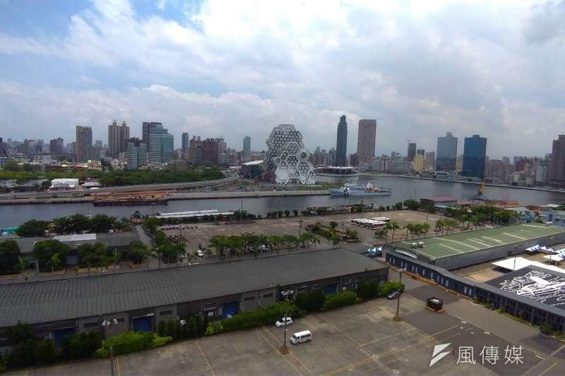 不僅高雄市有拋售問題,台灣各縣市近期的房屋拋售潮現象與日俱增。圖為高雄港。(圖/徐炳文攝)