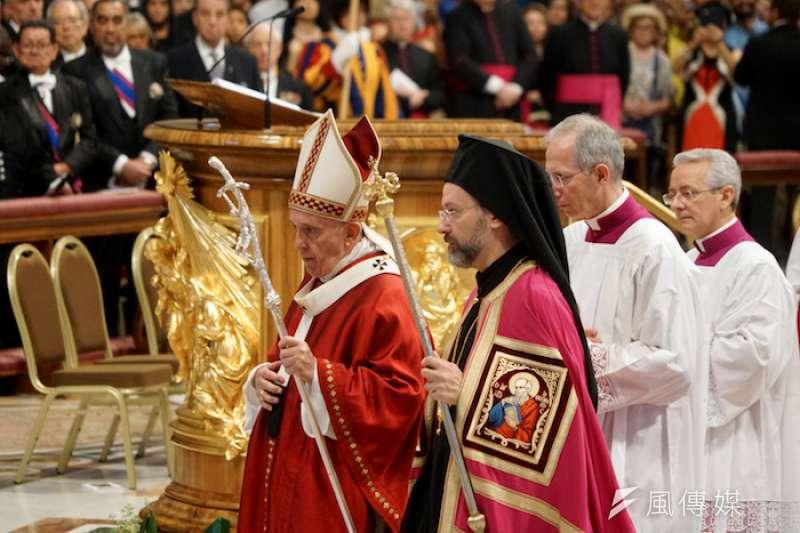 教宗與東正教司祭(曾廣儀攝)