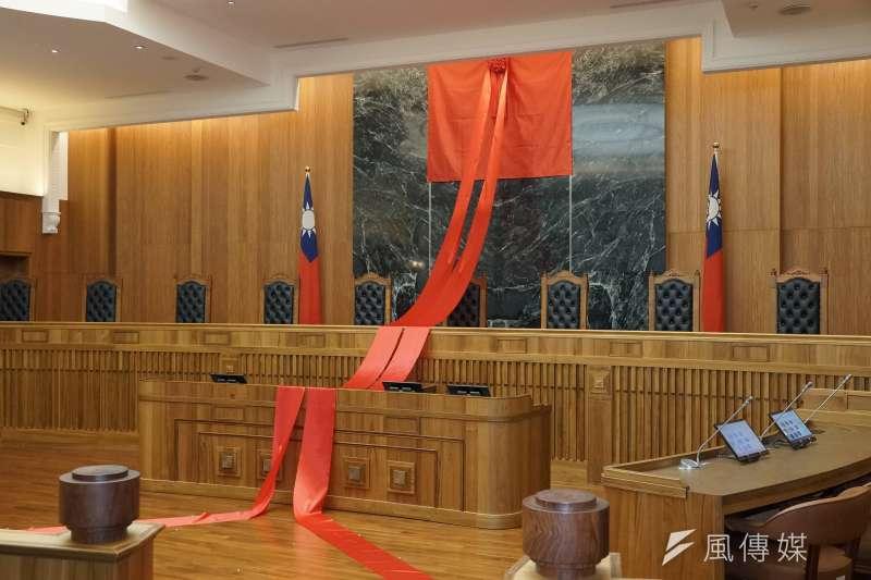 司法院制定的《商業事件酬金支給標準》草案,在法界引起廣泛的討論,認為有其爭議性。圖為最高法院大法庭揭牌典禮。(資料照,盧逸峰攝)