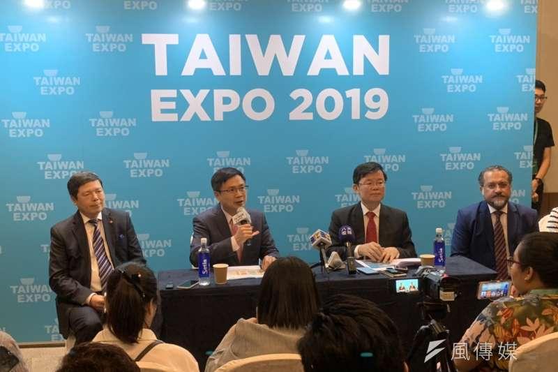 馬來西亞台灣形象展今年首度於第二大城檳城舉行,外貿協會董事長黃志芳(左二)5日出席開幕儀式。(尹俞歡攝)