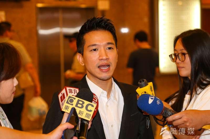 20190705-民進黨立委何志偉5日於立院接受媒體聯訪。(顏麟宇攝)