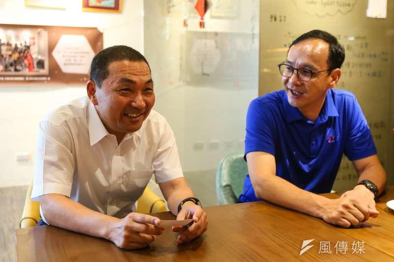 高雄市長將舉行補選,新北市長侯友宜(左)9日受訪時表示,前國民黨主席朱立倫(右)是非常好的選擇。(資料照,顏麟宇攝)