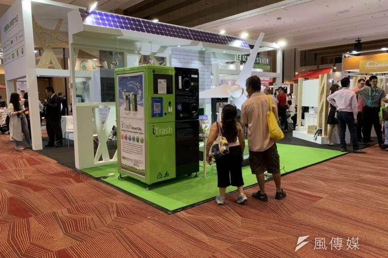 經濟部貿易局、外貿協會今(6)日在馬來西亞檳城舉辦台灣形象展,現場也設有綠能展區。(尹俞歡攝)