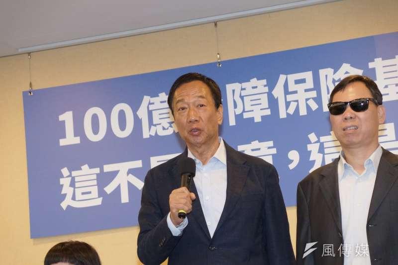 被問是否認為民進黨打算灌票?國民黨總統初選參選人郭台銘(左)回應,「有沒有灌?大家心知肚明。」(資料照,盧逸峰攝)