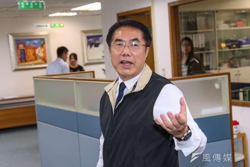 台南市長黃偉哲呼籲市民盡量不要占用大醫院的資源,讓第一線的醫護人員全力圍堵疫情,保護市民健康。(資料照,顏麟宇攝)