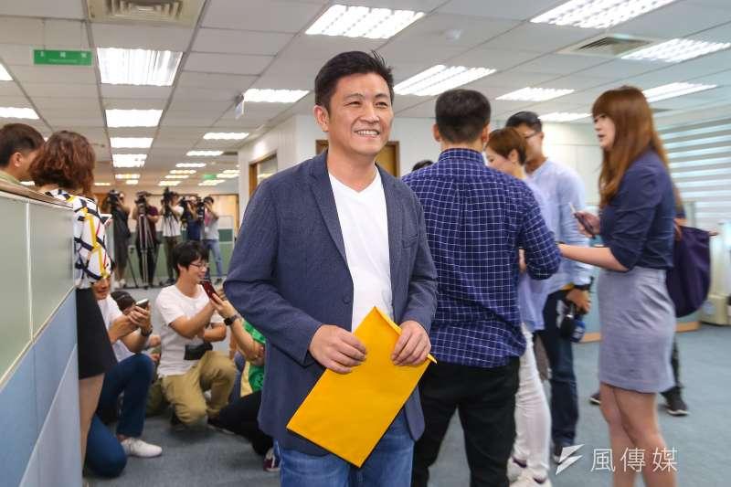 前新竹市議員鄭宏輝10日出席民進黨中執會。(顏麟宇攝)