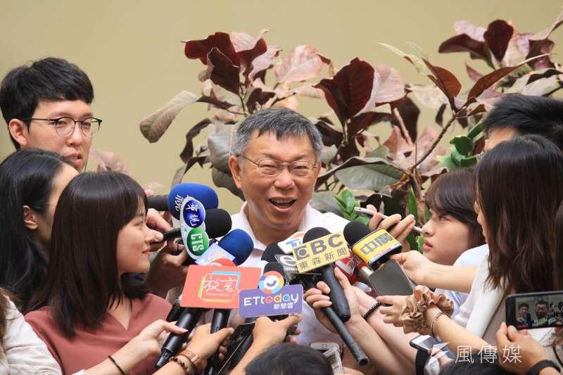 台北市長柯文哲10日上午參加信義區里長座談,會前接受媒體聯訪。(方炳超攝)
