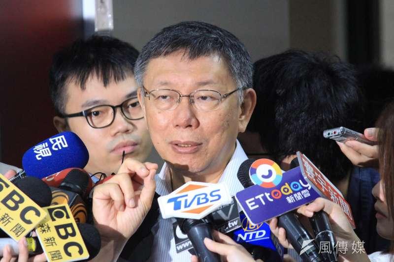 台北市長柯文哲11日在市府接受訪問,談及參與2020大選與否,仍未明確表態。(方炳超攝)