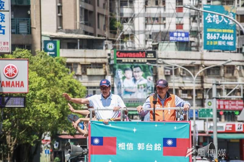 20190714-國民黨總統初選參選人郭台銘(左)14日進行「跟著郭懂遊街去」,為初選投票最後做衝刺。(簡必丞攝)