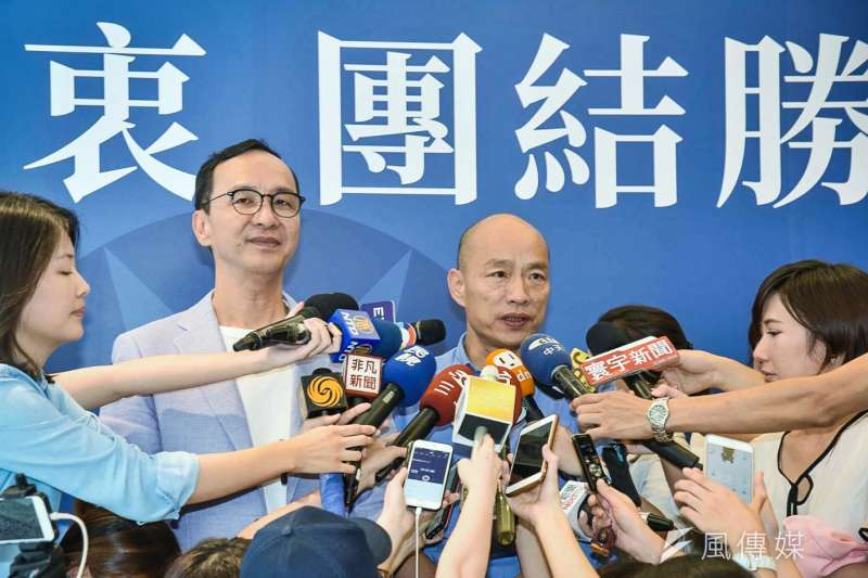 前新北市長朱立倫(左)返國後,與國民黨總統參選人韓國瑜(右)的合作備受外界矚目。(資料照,陳品佑攝)