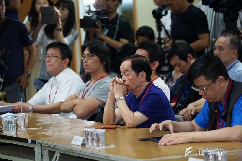 國民黨總統初選民調資料拆封作業,各陣營皆派出代表出席,結果已出爐。(盧逸峰攝)