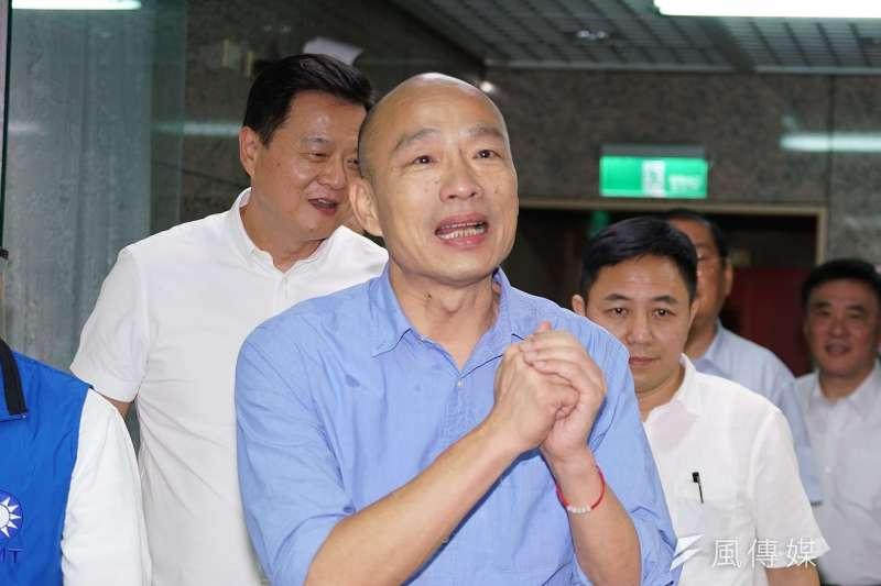 國民黨初選民調「三腳督」中,韓國瑜(前)支持度47.7%,比蔡英文與柯文哲總和還高。(盧逸峰攝)