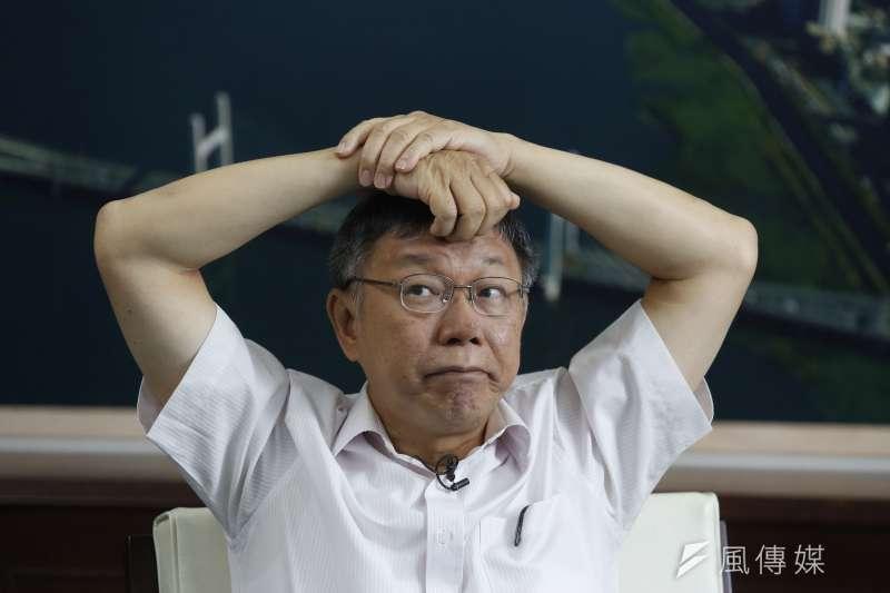 思考抓頭、無奈 20190716_台北市長柯文哲16日接受風傳媒和新新聞專訪。(郭晉瑋攝)