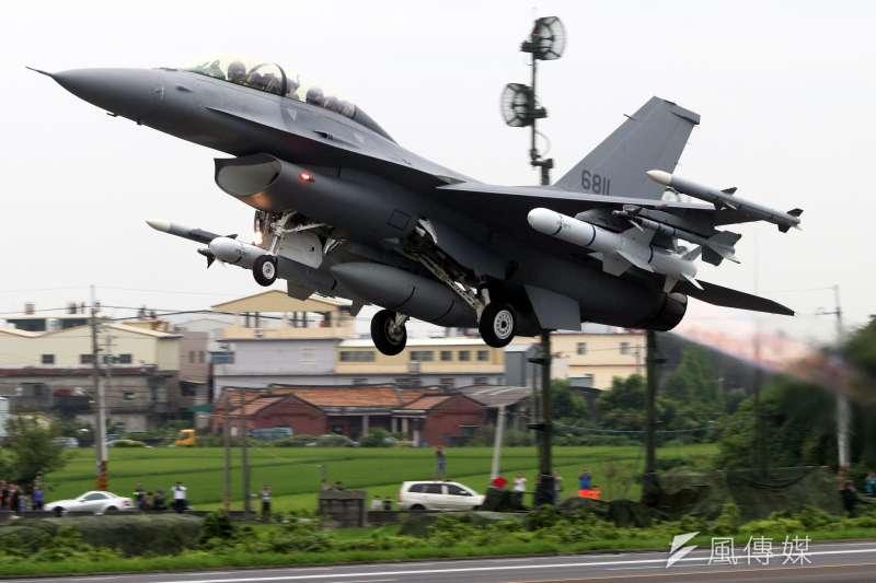 空軍向美方採購66架F-16V戰機,價值達80億美元,全案現正由美國國會進行審查,美國總統川普18日親口證實自己已批准此軍售案。圖為F-16V戰機。(資料照,蘇仲泓攝)