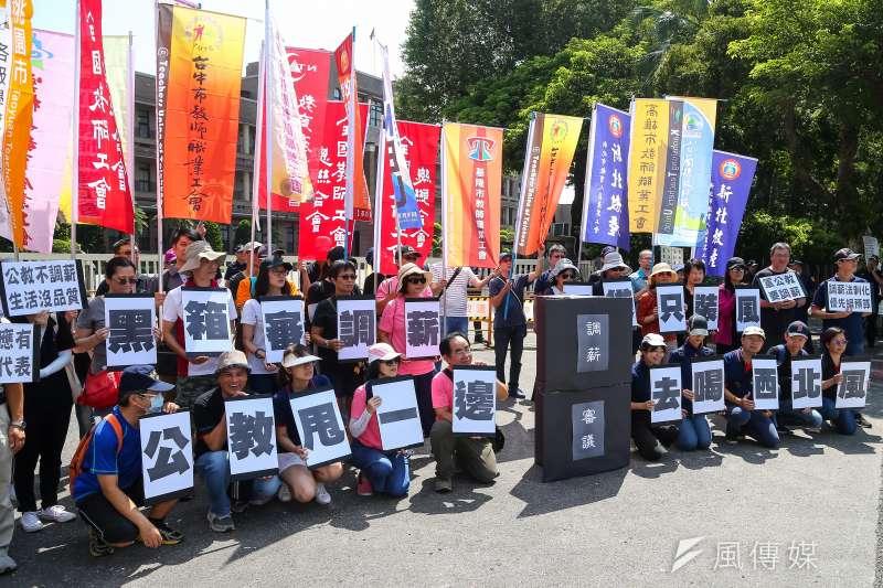 全國教師工會總聯合會16日舉行「物價上漲薪水不動,要求調薪」記者會。(顏麟宇攝)