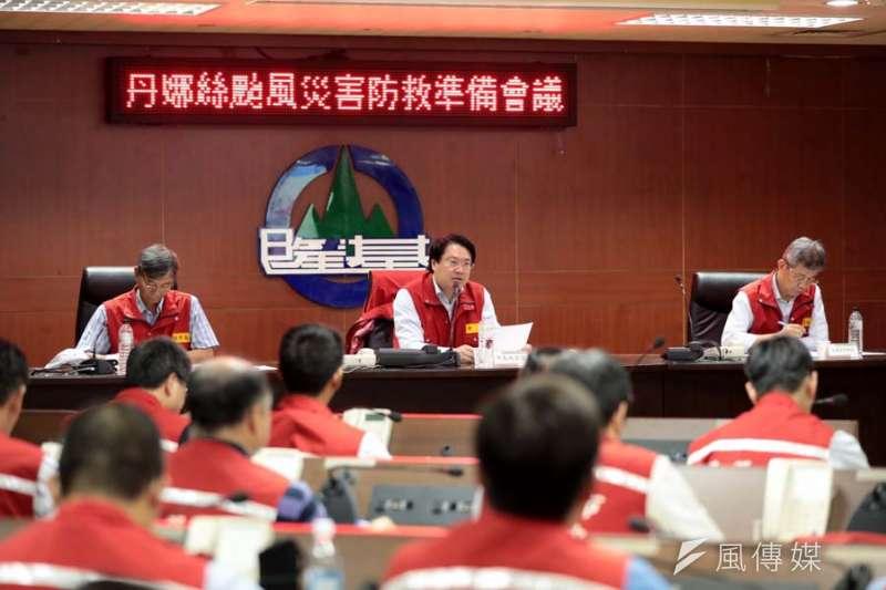 基隆市長林右昌主持防颱會議,要求落實應變整備工作。(圖/記者張毅攝)