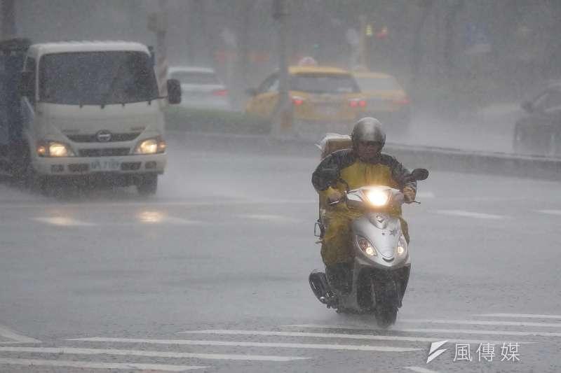 中央氣象局預測,自21日起全台將有機會出現局部大雨或豪雨的情形。(資料照,盧逸峰攝)