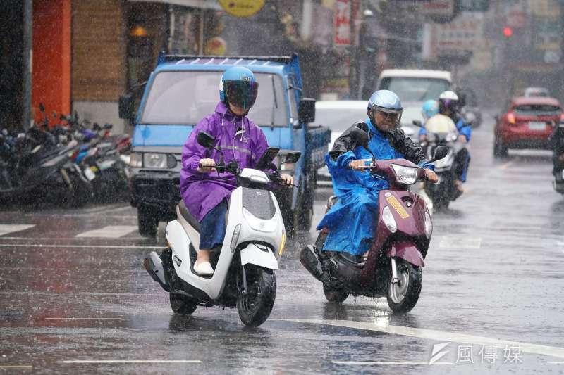 颱風利奇馬逼近,中央氣象局7日下午5時30分發出海上颱風警報,若路徑跟速度不變的話,最快8日清晨就會發出陸上颱風警報。示意圖。(資料照,盧逸峰攝)