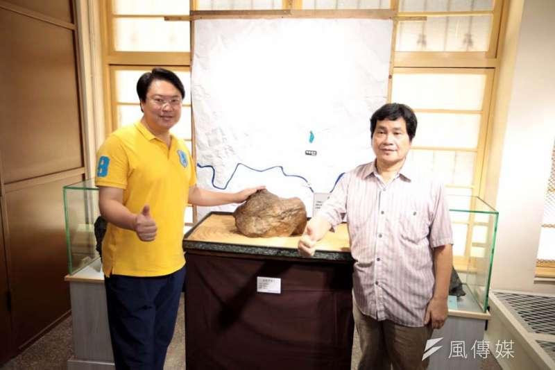基隆市長林右昌(左)主持黃臘石文化館啟用,盼替暖暖地區注入活水。(圖/記者張毅攝)