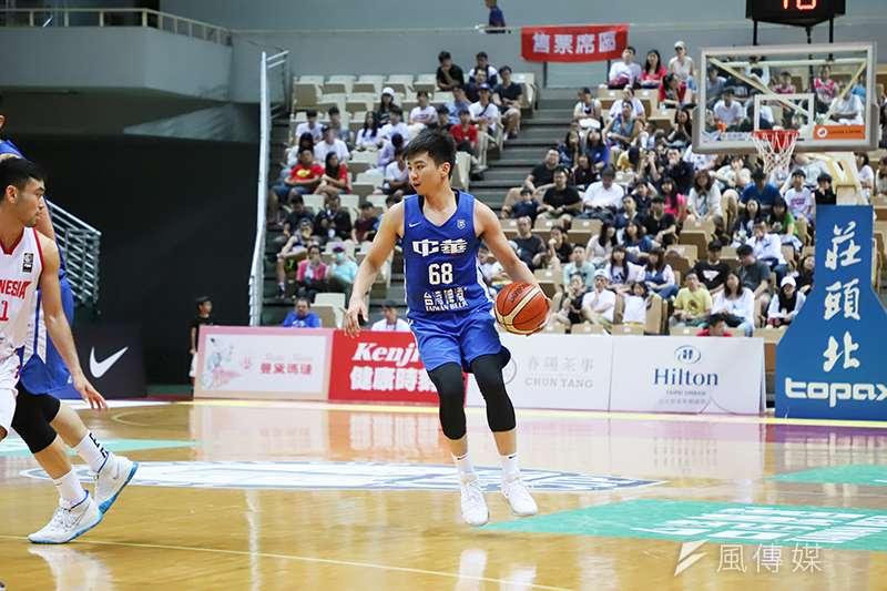 張博勝此役飆進6記三分彈並攻下全隊最高的20分,幫助中華藍以39分差血洗印尼。(余柏翰攝)