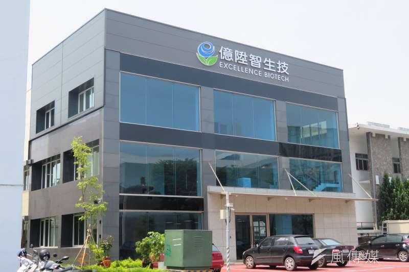 高雄園區億陞智公司於去年獲得整建補助,使用玻璃帷幕牆之外觀設計,提升廠房可看性。(圖/徐炳文攝)