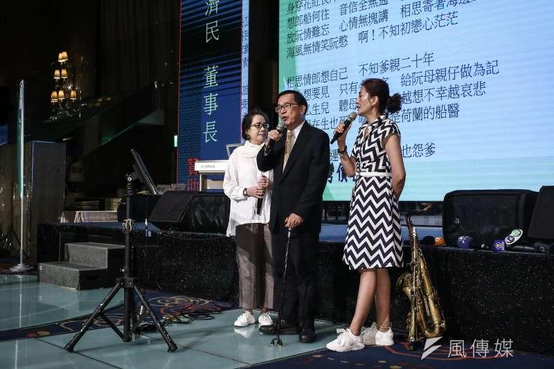北社舉辦募款餐會,前總統陳水扁於現場獻唱。(陳品佑攝)