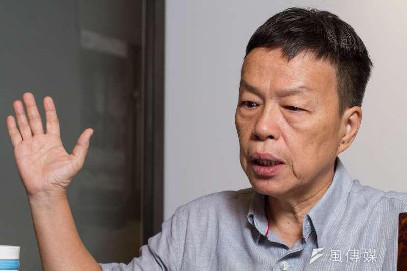 《你那邊怎樣,我這邊OK》由導演王小棣領頭成立的「拙八郎」團隊,在今年推出的首部作品。談及這部由台灣、新加坡聯手打造作品,王小棣接受《風傳媒》專訪時表示,合作時,第一個就是意識到雙方有很大的不同。(蔡親傑攝)