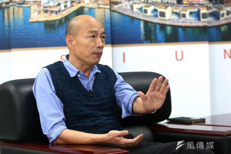 高雄市長韓國瑜擁有不少死忠「韓粉」,但時常因其激烈、爭議言論引發風波。他認為,有一批人在網上扮演「假想敵中隊」、是假韓粉,專門搞破壞。(林瑞慶攝)