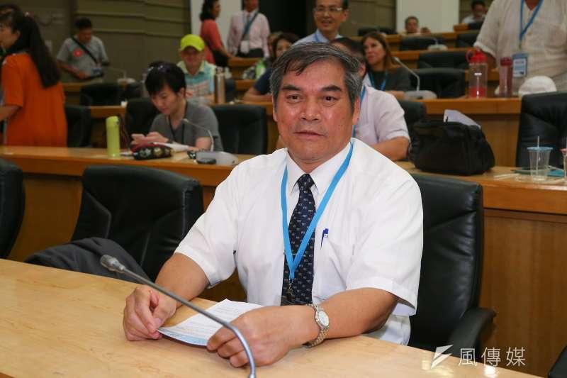 喜樂島聯盟20日舉行政黨成立大會,台灣基督長老教會牧師羅仁貴接任第一屆黨主席。(顏麟宇攝)
