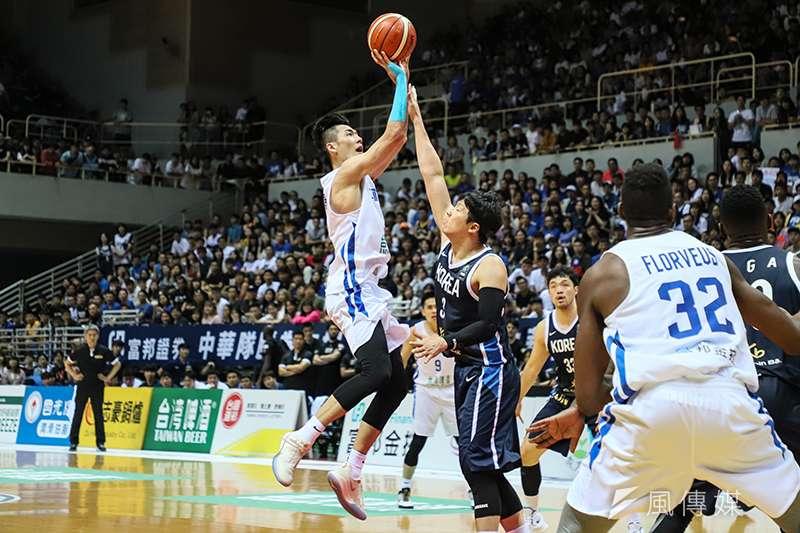 中華藍克服雙位數的落後,一度將比分追成平手,最終仍惜敗韓國。(余柏翰攝)