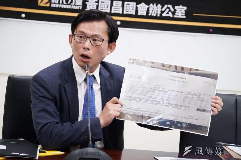 時代力量立委黃國昌22日召開「陪同出訪搞走私,國安局出來面對」記者會。(盧逸峰攝)